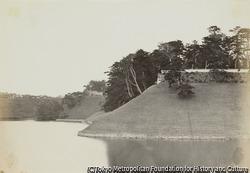 作品画像:江戸、将軍の所在地の内堀から