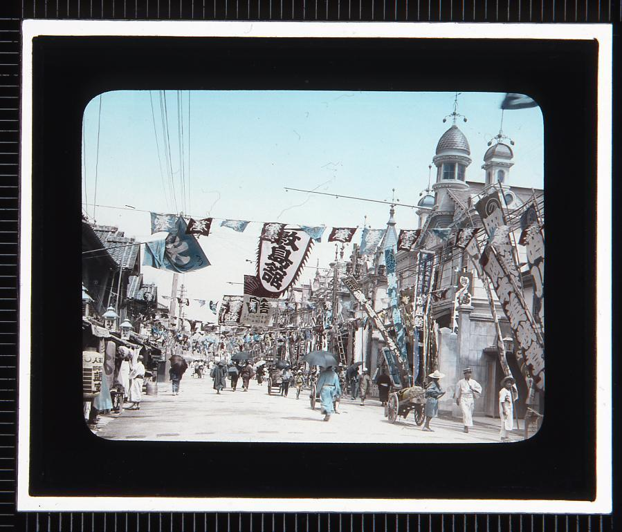 作品画像:神戸 湊川新地の劇場通り(幻灯原板)