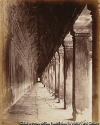 作品画像:西側回廊の内部