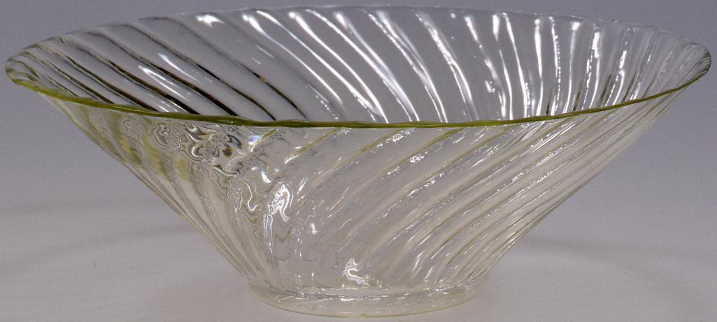 作品画像:無色ねじ菊花型碗