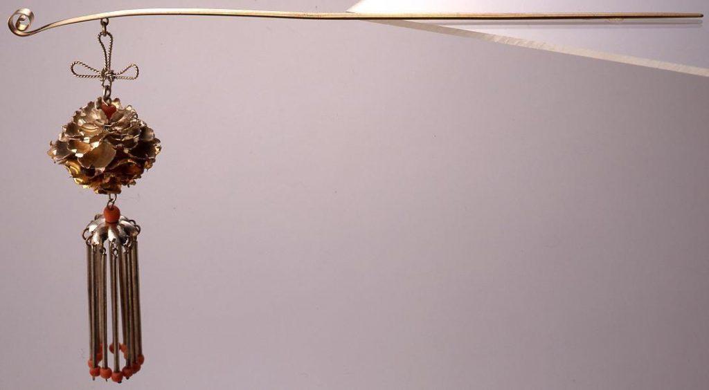 作品画像:銀鍍金珊瑚飾牡丹びらびら簪