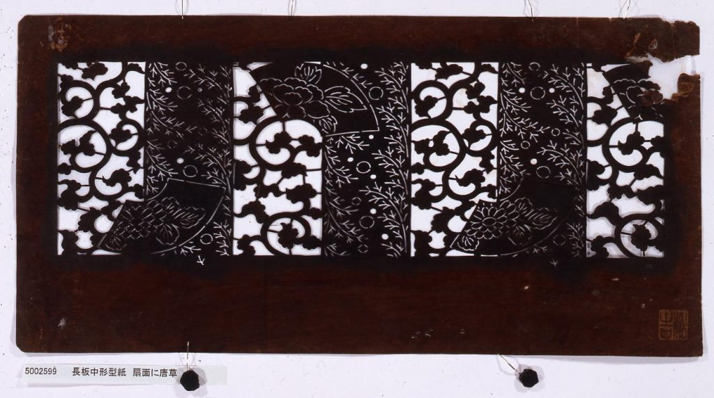 作品画像:長板中形型紙 扇面に唐草