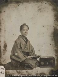 作品画像:小島柳蛙の妻「つた」肖像写真