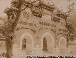 作品画像:臥仏寺牌楼 (No. 111)