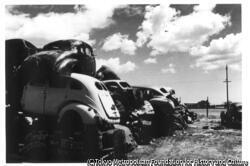 作品画像:廃車の山、ロスアンゼルス