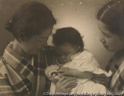 作品画像:(着物の女性2人と赤ん坊)