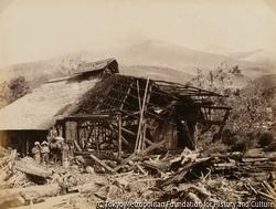 作品画像:磐梯山・見祢の倒壊家屋