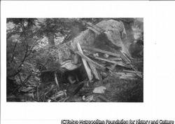 作品画像:立石の岩小屋