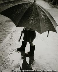 (傘を差した子供)