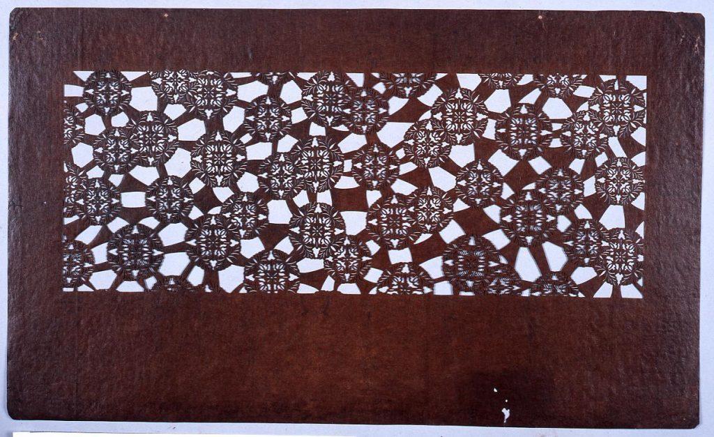 作品画像:長板中形型紙 藤の丸文 (小判 追掛)