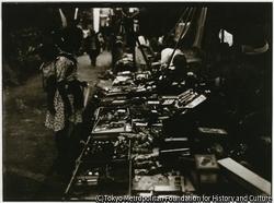 作品画像:小木の木崎神社の縁日には、境内に沢山の露店が並んで、参詣客に人気があった