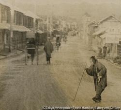 作品画像:老婆町に入る画