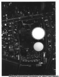 作品画像:新宿十二社のガスタンク