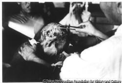 作品画像:頭にうけた傷の手当て(新興善特設救護病院)
