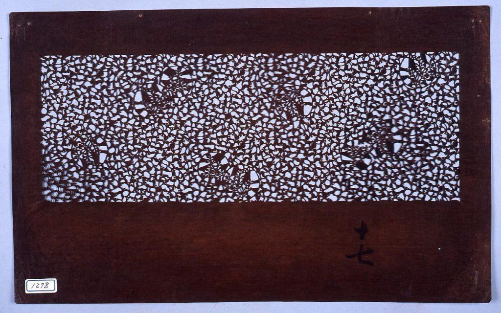 作品画像:長板中形型紙 かえでに花丸 (小判 追掛)
