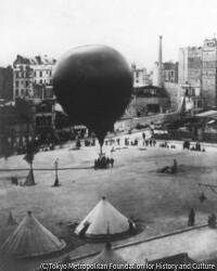 作品画像:サン・ピエール広場からの眺め