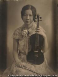 作品画像:バイオリンを持つ少女