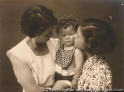 作品画像:(女性2人と幼児)