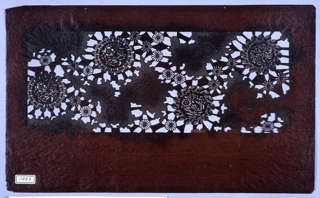 作品画像:長板中形型紙 花丸に雲(小判 追掛)