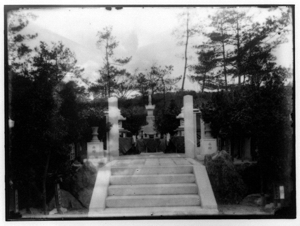 作品画像:墓地