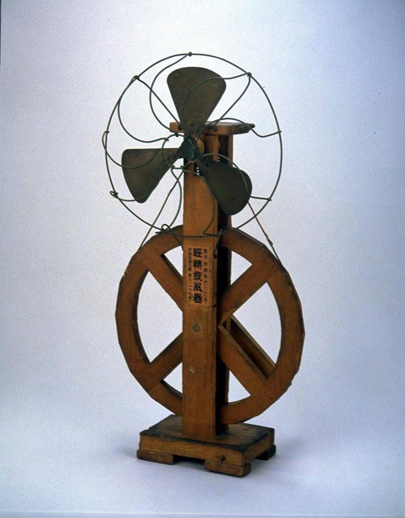 作品画像:手動式扇風機 「軽伝旋風器」