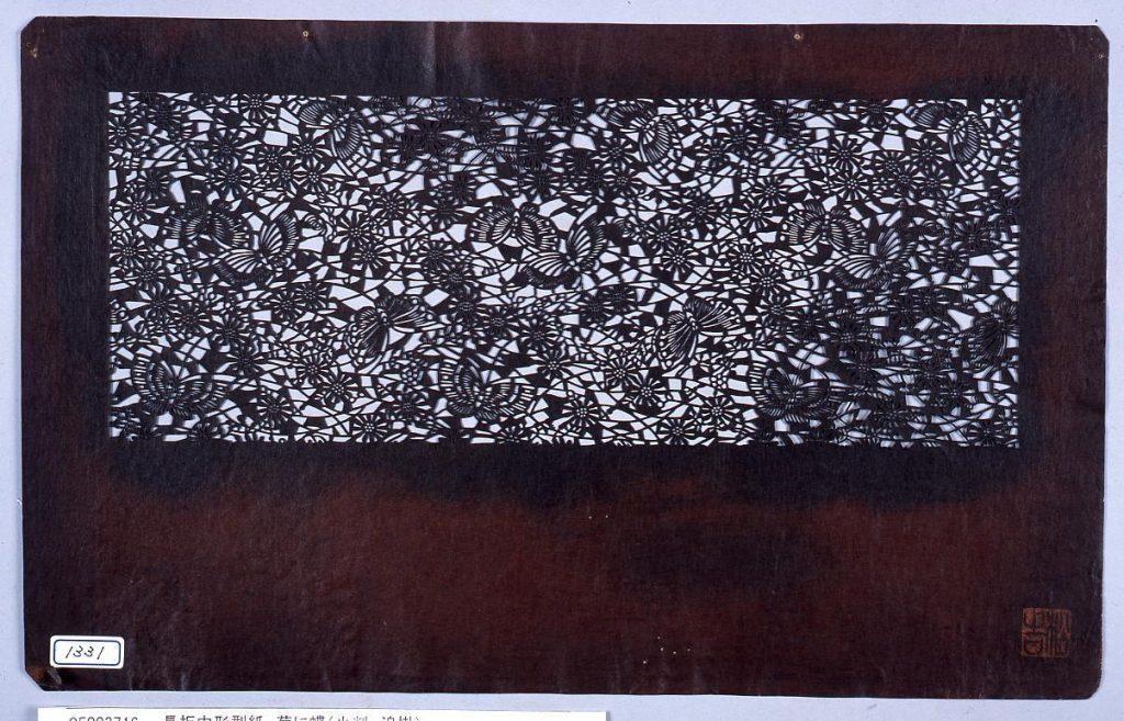 作品画像:長板中形型紙 菊に蝶(小判 追掛)