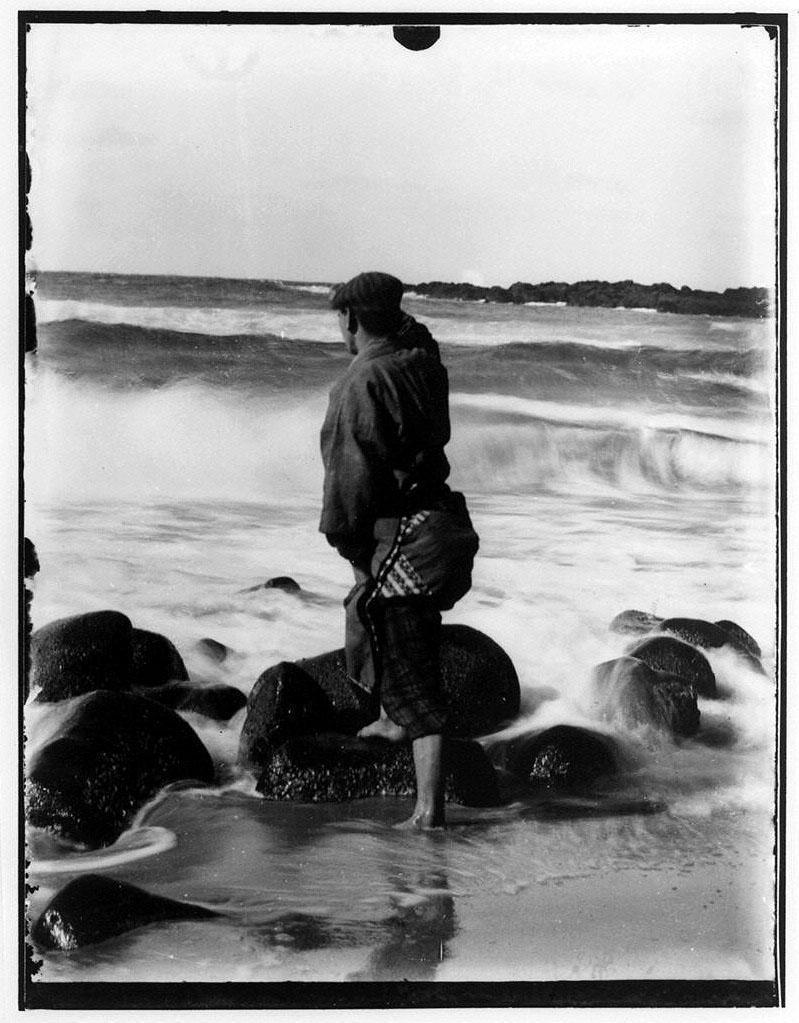 作品画像:海を見る漁夫