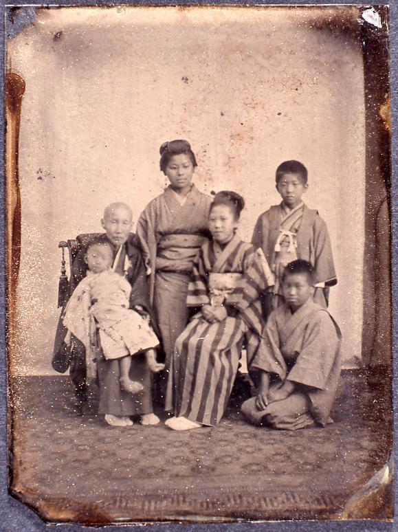 作品画像:老人と女性2人と子供3人