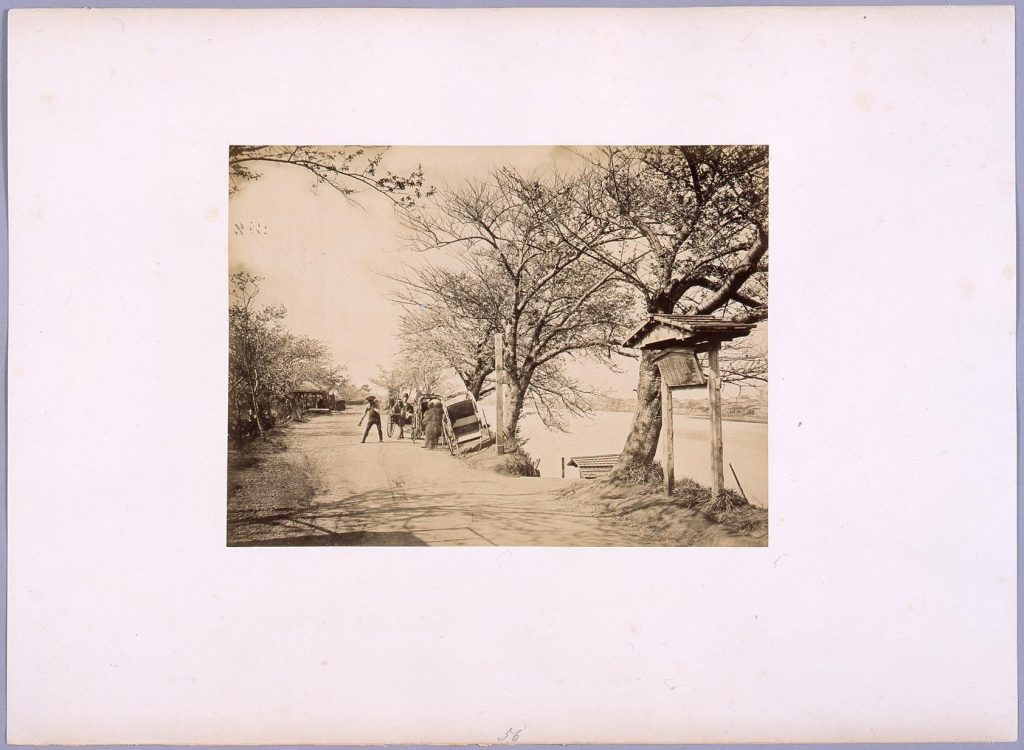 作品画像:向島墨堤の渡船場より隅田川を望む