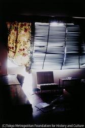作品画像:爆破テロにあったアメリカ大使館の室内