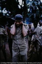 作品画像:砲弾の炸裂した衝撃などで精神に異常をきたす「シェルショック」になったビアフラ軍の兵士