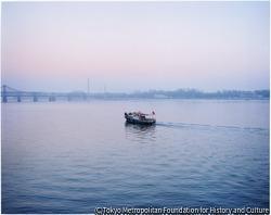 作品画像:ウェディング-中国から北朝鮮を臨む国境の川、丹東