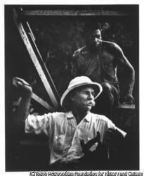 作品画像:病院建設現場で木材に印をつけるアルベルト・シュヴァイツァー博士