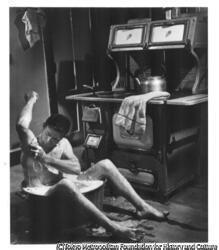 作品画像:(体を洗う男)パレードのための農場物語
