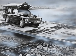 作品画像:お札の上を走る霊柩車
