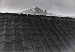 作品画像:(屋根と富士山)