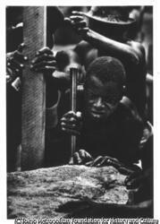 作品画像:ハンセン病患者の村で働く労働者