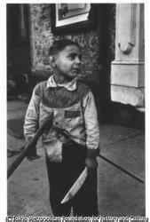作品画像:木刀を持つ少年