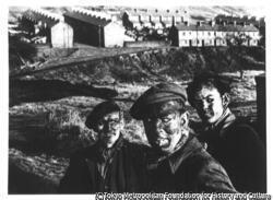 作品画像:ウェールズの三世代の炭鉱夫