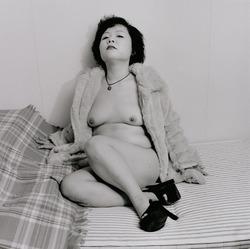 作品画像:ベッドルームに佇むブブ・デ・ラ・マドレーヌ