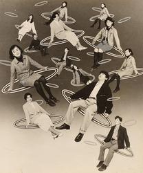作品画像:(輪に乗り浮かぶ人々)