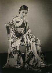 作品画像:(和服を着た女性)