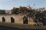 作品画像:穴のあるコンクリートの壁、東京