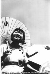 作品画像:(傘をさす女性)