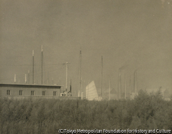 作品画像:工場地の空