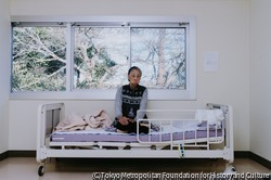 作品画像:水中毒直後の母、病院にて 1