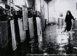 作品画像:反戦デー・新宿事件 停止した新宿駅(午後11時30分)