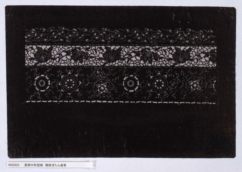 作品画像:長板中形型紙 横段ぼたん唐草