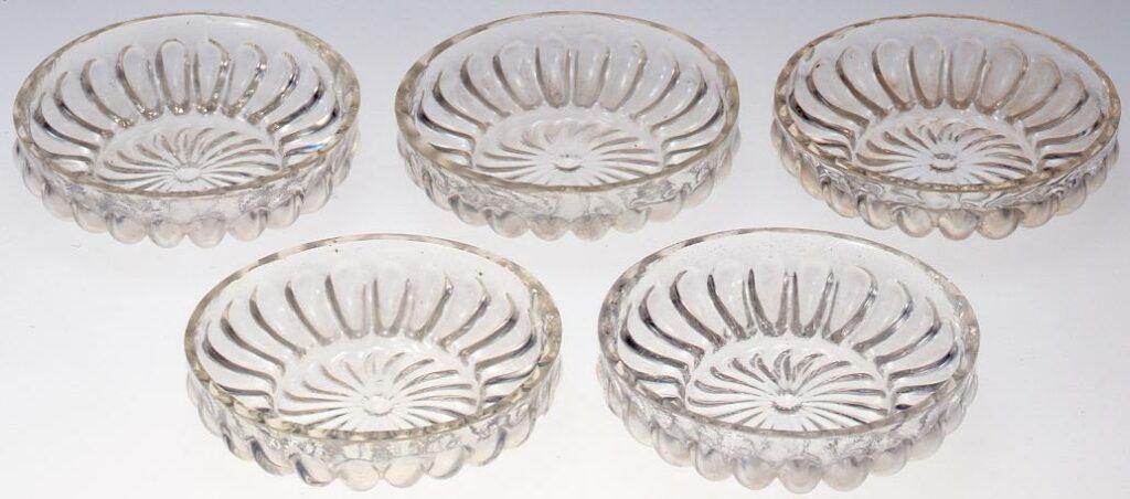 作品画像:無色厚手菊花型小皿