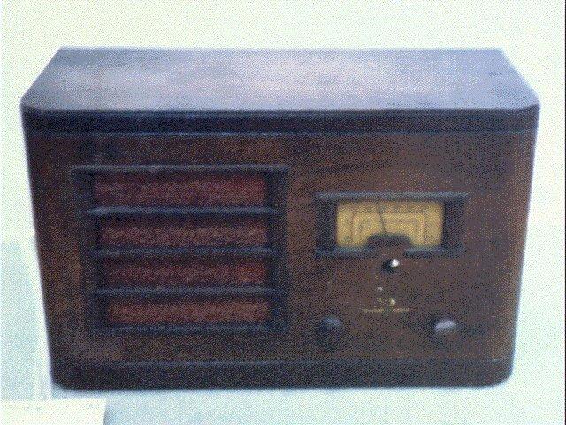 作品画像:真空管ラジオ